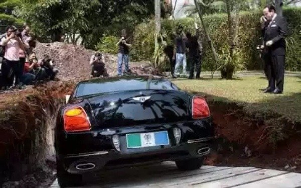 image-of-scarpa-tries-to-buries-his-bentley-car