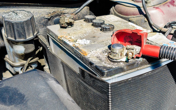image-of-8-habits-that-kills-car-battery-in-Nigeria