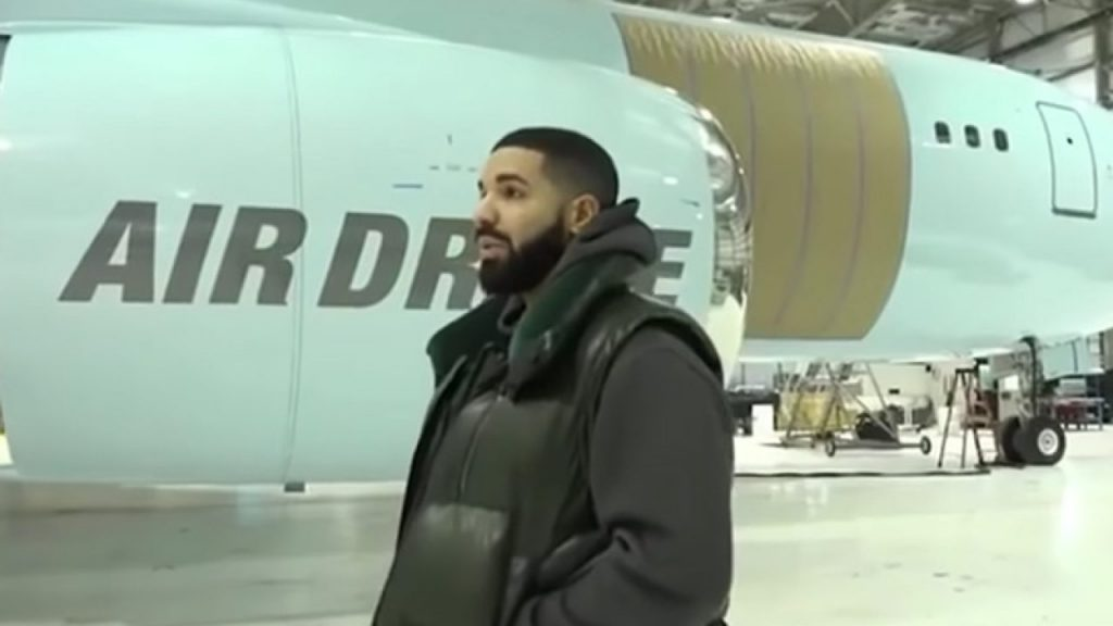 image-of-Drake-with-air-drake-private-jet