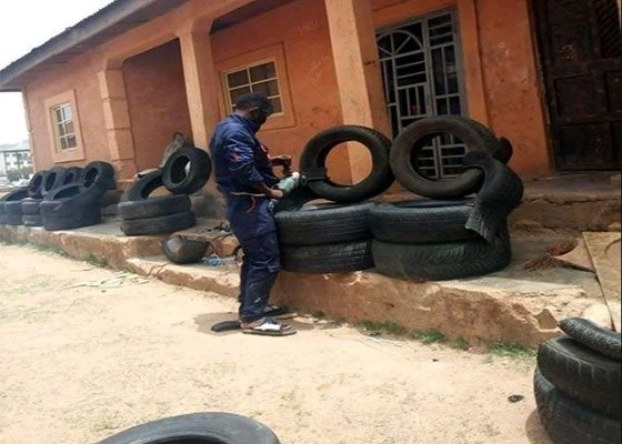 image-of-nigerian-man-creates-complete-house-furniture-from-tires