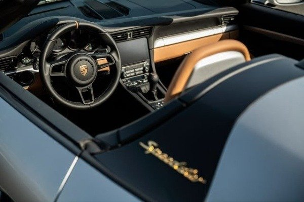 image-of-last-porsche-911-sold-for-$500k-at-sotheby-interior-look