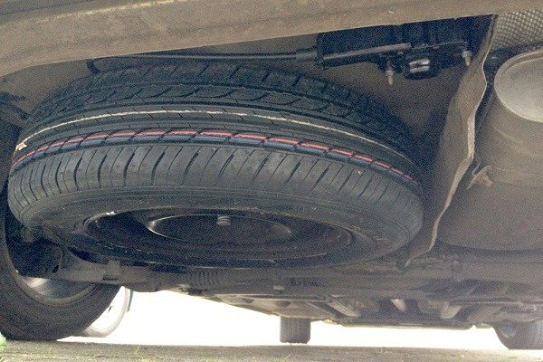 image-of-spare-tyre-underneath-the-car