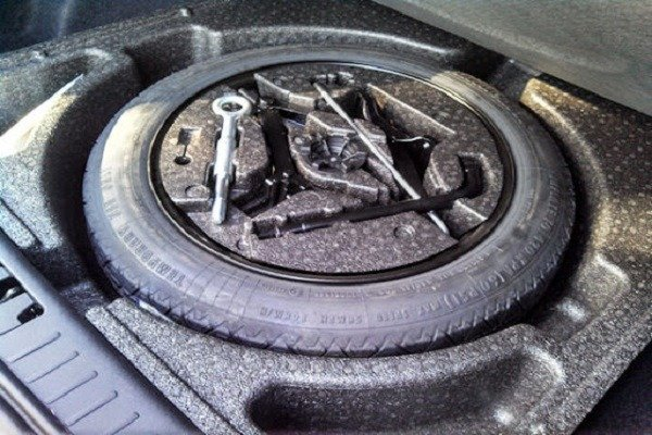 image-of-spare-tyre-cradled-inside-the-trunk
