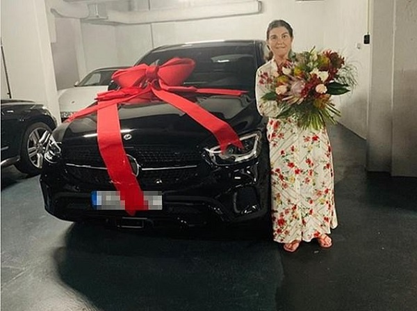 image-of-ronaldo-mother-receives-mercedes-car-gift-on-mother-day