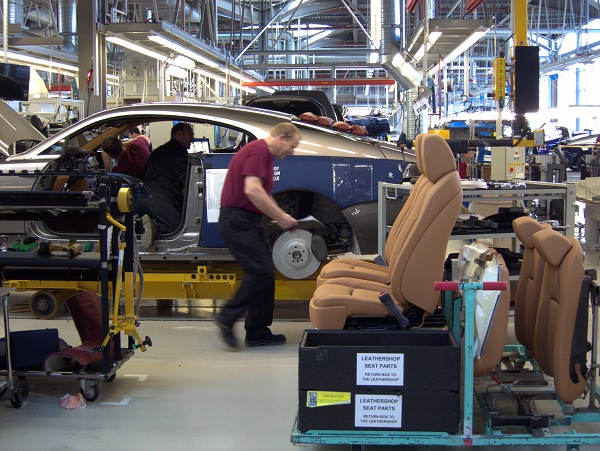 image-of-rolls-royce-workers-assembly-cars