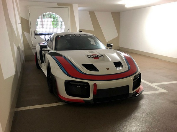 image-of-porsche-935-martini-livery-front-view
