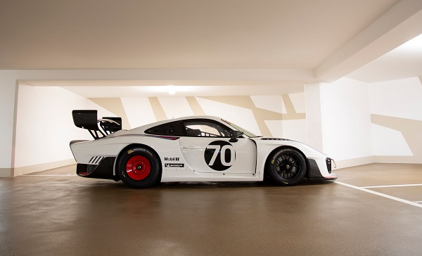 image-of-porsche-935-martini-livery-side-view