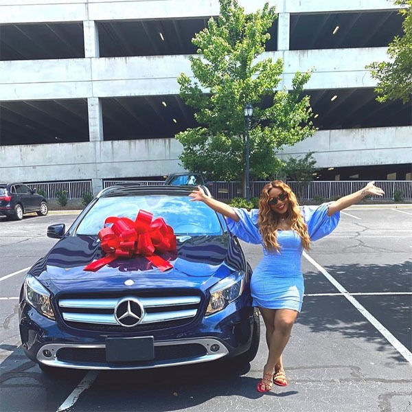 image-of-davido-cousin-recieves-mercedes-benz-on-her-graduation