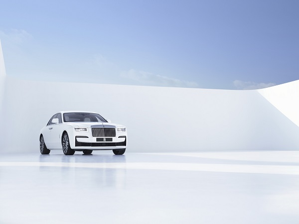 image-of-2021-Rolls-Royce-Ghost-front-view