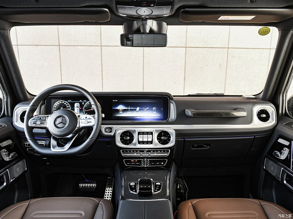 image-of-Mercedes-Benz-G350-cabin