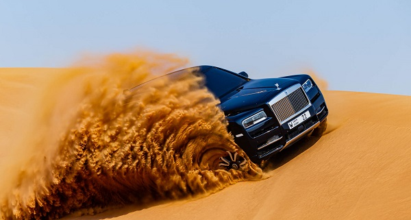 image-of-Rolls-Royce-Cullinan-takes-dune-of-sand-in-Dubai-by-storm