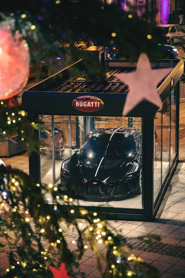 image-of-Bugatti-world's-most-expensive-christmas-decocration