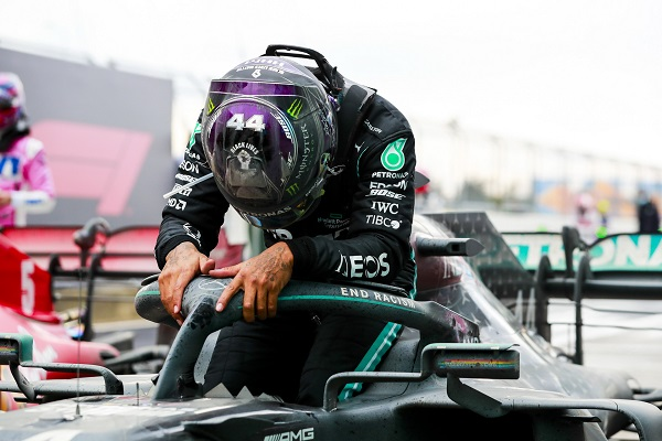 image-of-lewis-hamilton-tests-positive-for-covid-19