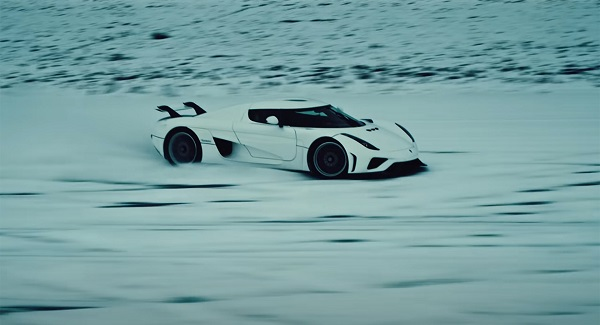 image-of-Koenigsegg-Regera-drifting-on-snowy-runway