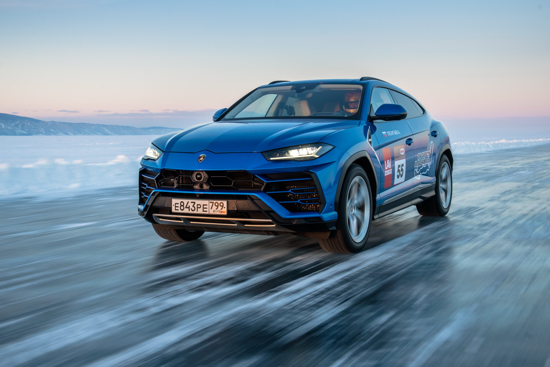 image-of-Lamborghini-Urus-set-new-record-on-ice