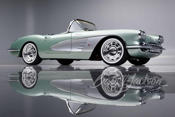 image-of-kelvin-hart-buys-1959-Corvette-at-auction