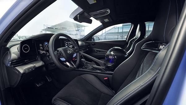 image-of-2022-Hyundai-Elantra-N-roadniche